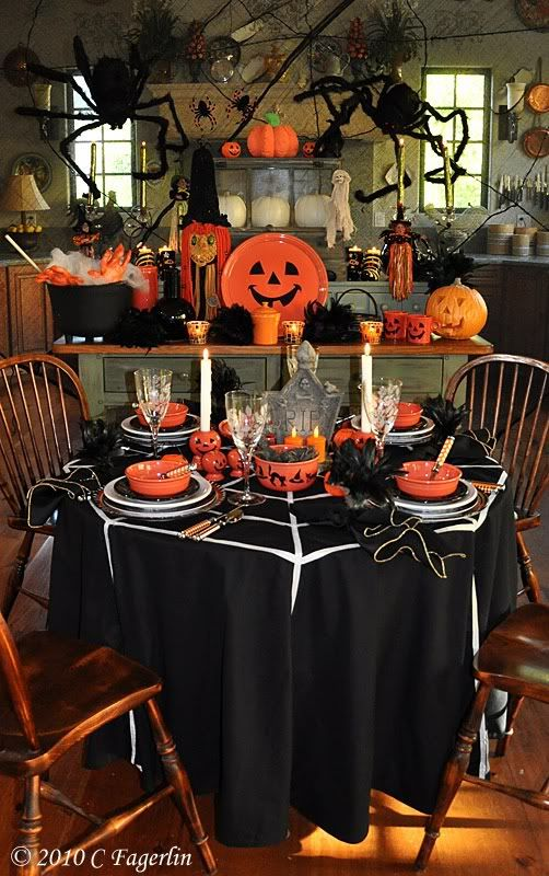 10 Creepy Decorations for a Frightening Halloween Kitchen