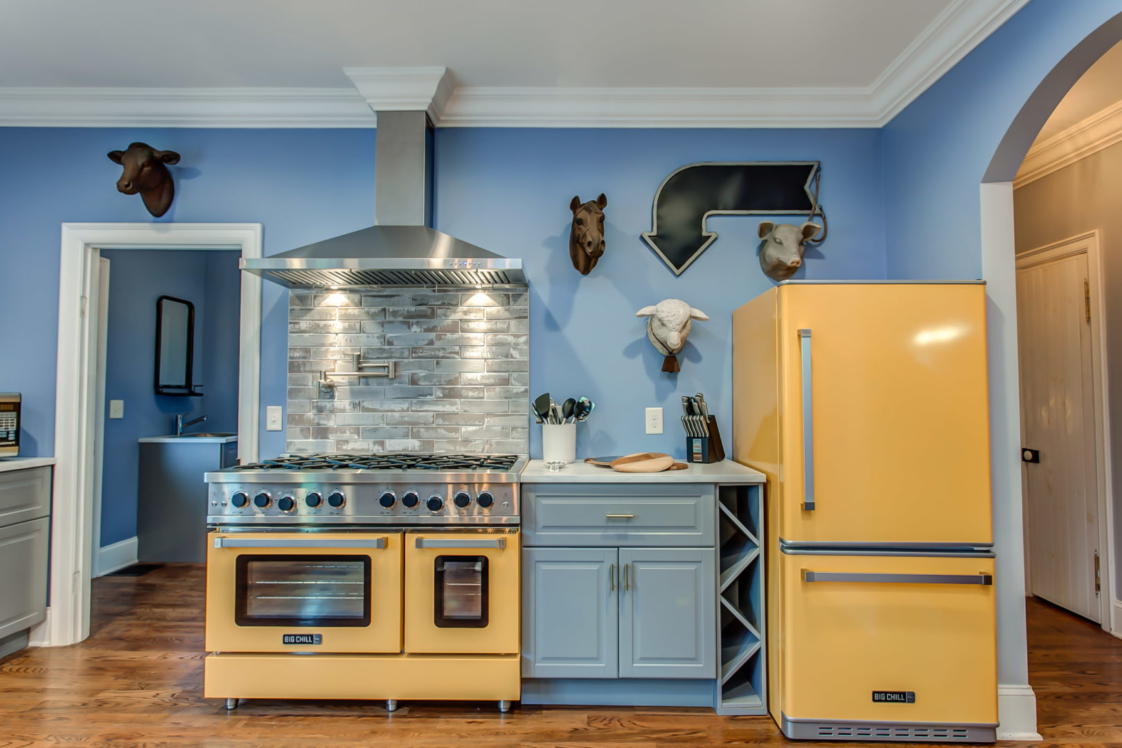 Yellow Big Chill Pro & Handsome Blue Walls