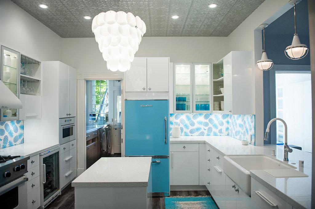 7 Inspirational Big Chill Kitchen Layouts