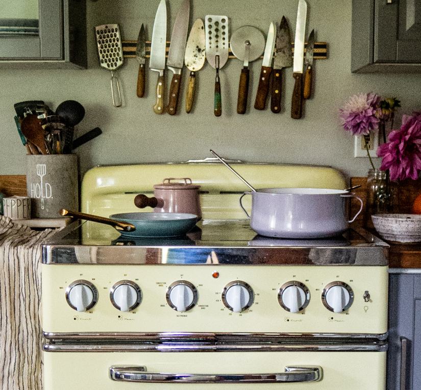 30″ Retro Electric Induction Range in Buttercup Yellow