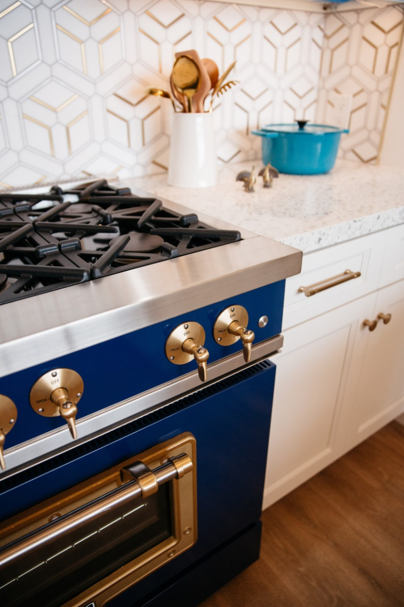 Big Chill Classic 36″ Stove in Cobalt Blue with Brushed Brass Trim