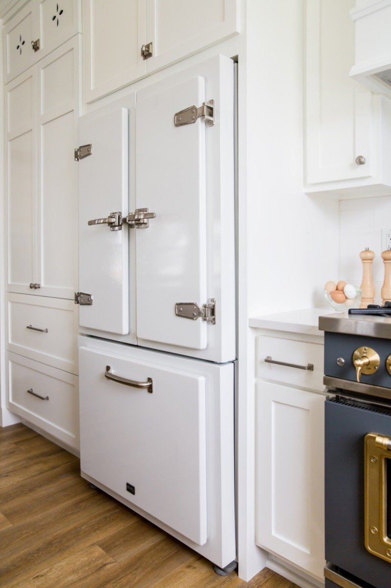 Big Chill Classic Refrigerator in White with Stainless Steel trim - Source: Lindsay Salazar Photography